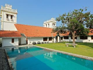 130 Yrs Heritage Villa in Front of Puttalam Lagoon