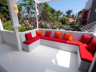 BALIPOP Villa 4br Seminyak 300m from the beach