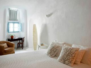 Santorini Villa for Rent - Pirate Haven, Megalochori