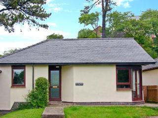8 PARC BRON Y GRAIG, pet-friendly, all ground floor, fantastic central location, enclosed garden, in Harlech, Ref. 2704