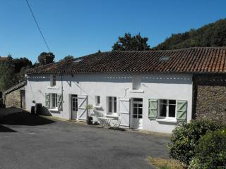 Stunning, 4 bedroom mill house with private pool., Fromentine