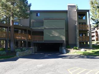 Cozy Condo across from Chair 15-wifi, jacuzzi,..., Lagos Mammoth