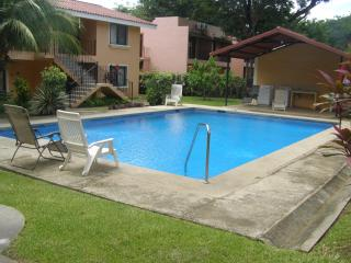 Beachside  Condo  Near  Downtown   Coco with pool, Playas del Coco