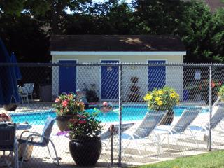 Pet Friendly Rehoboth Condo w/ Pool..Walk 2 Beach, Rehoboth Beach