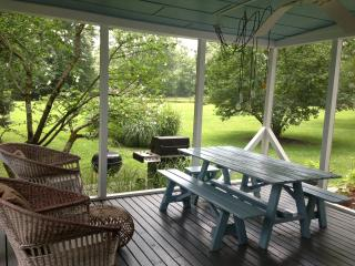 screened-in porch, summer dining room