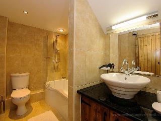 Well Cottage Cornwall en-suite bathroom