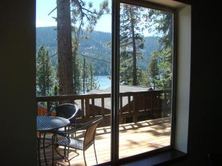 Charming Donner Lake Cabin with Lake View, Truckee
