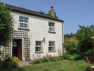 CORNERSTONE COTTAGE, pets welcome, woodburner, en-suite facilities, fantastic