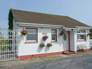 BRAMBLE COTTAGE, pet-friendly, woodburner, all ground floor, nearby fishing, near Foxford, Ref. 26053, Mayobridge