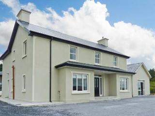 SCARTAGLEN, detached, woodburners, off road parking, garden, in Killarney Ref