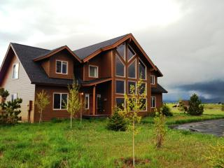 Luxury Cabin for 21.  Hot Tub, Volleyball, Parking, McCall