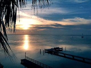 Bayfront, dock, two balconies, spectacular sunsets, Ilha de South Padre