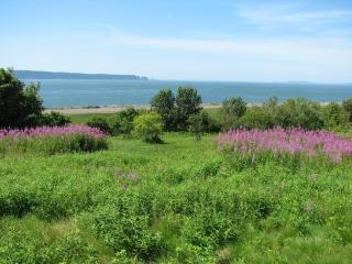 Oceanfront 2-bedroom Chalet at the Bay of Fundy, Parrsboro