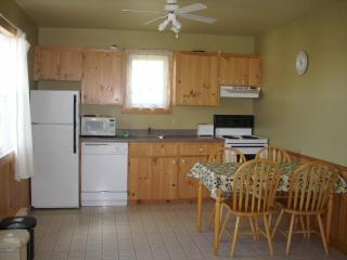 Cavendish PEI Area  - 2 Bedroom Deluxe Cottage (3)