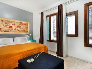 Apartment Coquette, modern and elegant near Strada Nuova, 5 minutes to Rialto and 10 minutes to San Marco, Venetië