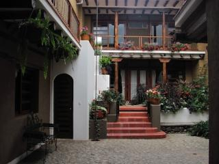 Large studio flat in Cuenca's historic district