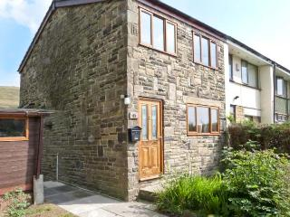 1 FELL SIDE, pet-friedly, wonderful views, great walking, family-friendly in, Todmorden
