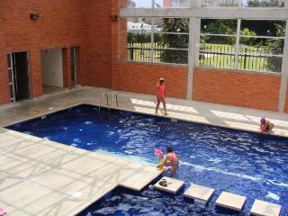 Near Unicentro. 3 Bed, 2 Bath. Balcony, Pool, Gym.
