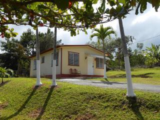Casa Mendez -Cozy Mountain Paradise w/Wi-Fi, Utuado