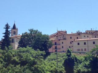 Godi della quiete del Parco Nazionale dei Monti Sibillini nel castello di Todiano., Preci