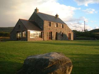 Beautiful Holiday Cottage 3 Beds with private access to the beach in Dunmanus Bay