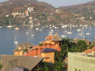 Condo with fantastic view of Zihuatanejo Bay