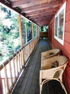 Front deck connecting South and North decks