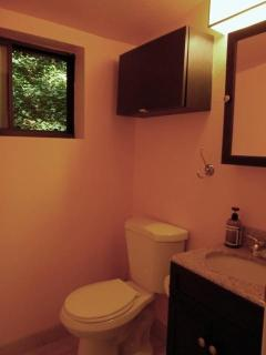 Upper level - Half bathroom