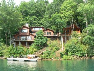 The Dock House - Luxury on Lake Nantahala, NC, Topton