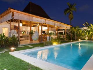 Best Holiday Villa Family & Friends 300m EatStreet