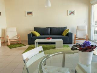 Central 2br with balcony& parking beach apartment, Tel Aviv