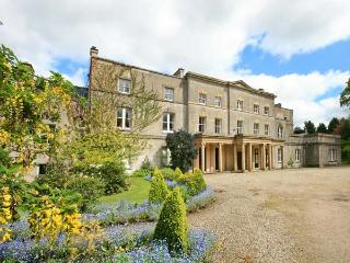 COOK'S FLAT, second floor apartment, romantic retreat, open fire, on 1000 acre