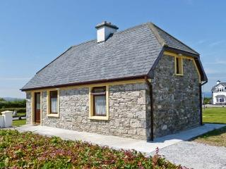 SCATTERY VIEW COTTAGE, solid fuel stove, stunning views, near to coast, near Tarbert, Ref 27490