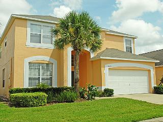 Newly Renovated 7 B gated, 3 miles to Disney World, Kissimmee