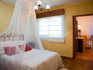 Habitación Matrimonial, con baño privado, soleada, acogedora y romántica