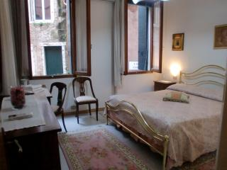 Casanova Apartment,  a 3 minute walking to Rialto and 8 minutes to San Marco also near to Fondamenta Nuove., Veneza