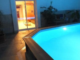 La Petite Maison sous les Pins- Pet-Friendly 2 Bedroom House with a Pool