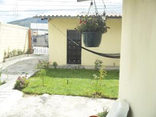 Room 15 minutes far from new airport, Quito