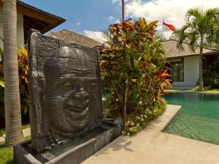 Luxurious 3BR 18M  pool, 10 min walking to beach, Seminyak