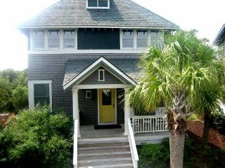 Exclusive Bald Head Island: Golf & Beach Home