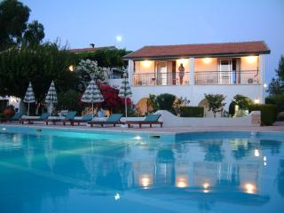 The Villa Club (Greenhill Apartment-Cyprus) Near the sea and shops, Kyrenia