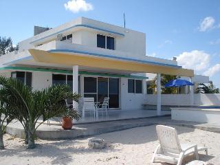 San Bruno Solar Beachfront Casa w/pool, Telchac Puerto