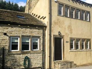 3 HANGING ROYD, pet-friendly, traditional, Grade II listed, fantastic touring location in Slaithwaite, Ref. 27400