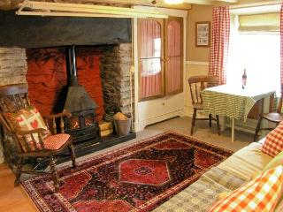TY KATE, romantic retreat, woodburner, snug sitting area, in Tanygrisiau, Ref