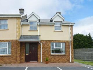 LOUGHVILLE LODGE, central location, open fire, en-suite facilities, in Ennis, Ref. 26602