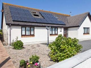 THE WILLOWS, detached cottage, woodburner, en-suite bedrooms, enclosed garden