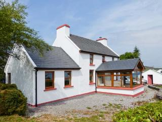 SUGARLOAF COTTAGE sea views, close to beach, solid fuel stove in Glengarriff Ref