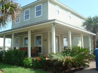 Fabulous 3 bedroom with a private pool!, Port Aransas
