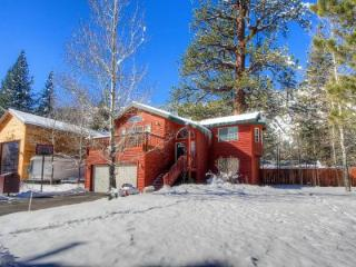 Beautiful House with hot tub in Christmas Valley  ~ RA45152, South Lake Tahoe