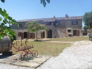 Traditional Large Farmhouse Villa With Private Infinity Pool, Large Gardens And La Dolce Vita, Perugia
